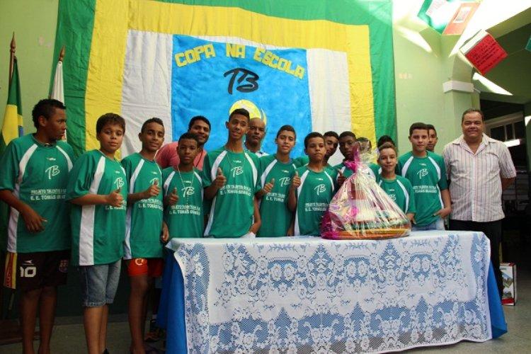 Escolas estaduais com bom desempenho nos Jogos Escolares são premiadas com kits  esportivos c3c61cef170e6